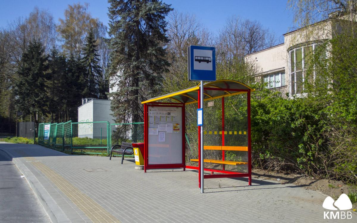 Wiata na przystanku Żywiecka Stojałowskiego.
