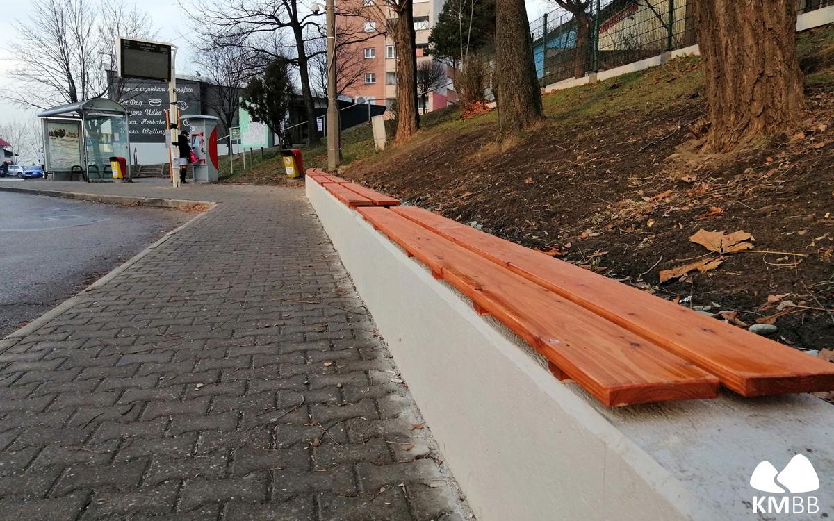Nowe ławki na pętli Osiedle Złote Łany
